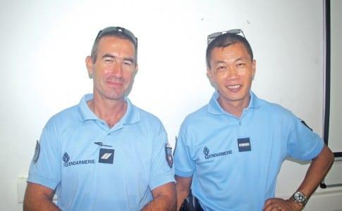 09-10-15-l'Adjudant-Chef,-Schalbretter-et-le-Gendarme,-Schembre-ont-animé-plusieurs-séances-de-sensibilisation-aux-dangers-des-deux-roues
