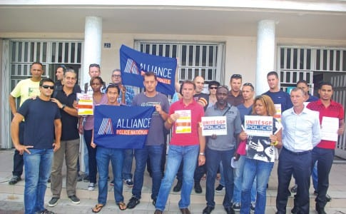15-10-15-Les-policiers-de-Saint-Martin,-solidaires-du-mouvement-de-grève-national