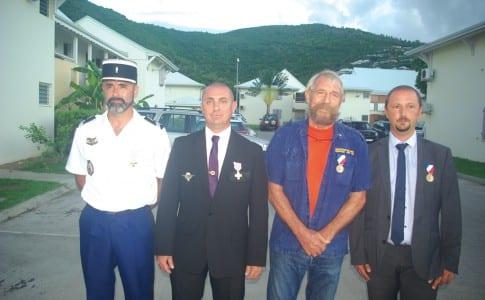 26-10-15-Félicitations-aux-quatre-médaillés,-Eric-Nadaud,-Rodolphe-Arnal,-Jean-Claude-Van-Rymenant-et-Emmanuel-Effantin.