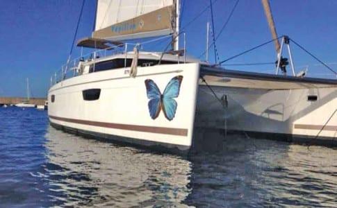 29-12-15-le-catamaran-volé-a-été-retrouvé-dans-la-baie-de--Marigot-(photo-gendarmerie-maritime)