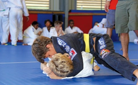 20-01-16-Le-Ju-Jitsu-Brésilien-met-en-évidence-les-techniques-de-combat-au-sol