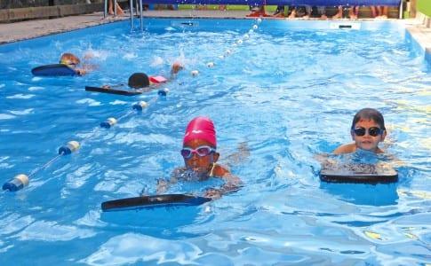 27-01-16-Les-jeunes-nageurs-dans-le-bassin-de-Gymfit