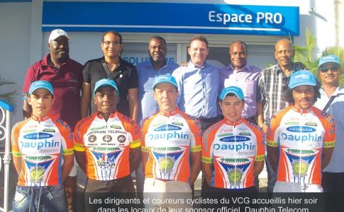 18-03-16-Les-dirigeants-et-coureurs-cyclistes-du-VCG-accueillis-hier-soir-dans-les-locaux-de-leur-sponsor-officiel,-Dauphin-Télécom