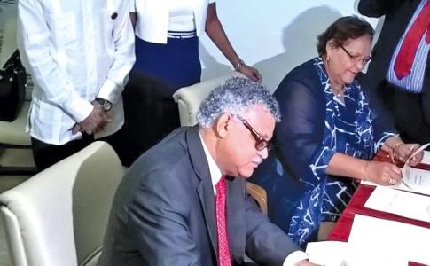 06-06-16-AEC-à-Cuba-signature-protocole