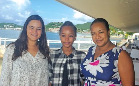 23-09-16-de-gauche-a-droite-jennifer-piquet-responsable-de-la-communication-au-beach-tamillia-chance-et-sa-maman-et-manager-dianique-chance