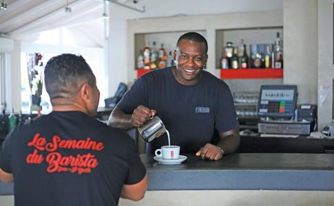 29-11-16-rudy-dupuis-double-champion-de-france-de-latte-art-linvite-vedette-de-la-semaine-du-barista