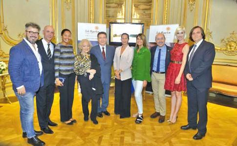 la directrice de l'Office Kate Richardson aux côtés notamment de Pierre-Henri Guignard, ambassadeur de France en Argentine
