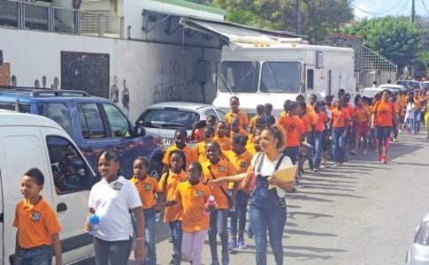 22-03-17-Les-élèves-de-Nina-Duverly-évacués-à-Santa-Monica,-à-Concordia