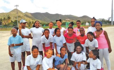 27-03-17-De-nouvelles-jeunes-footballeuses-présentes-au-stade-Albéric-Richards-!