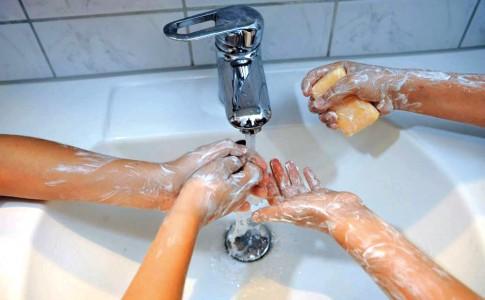 22-09-17-Ne-pas-hésiter-à-se-laver-les-mains-plusieurs-fois-par-jour-!