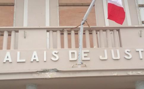 27-09-17-drapeau-tribunal