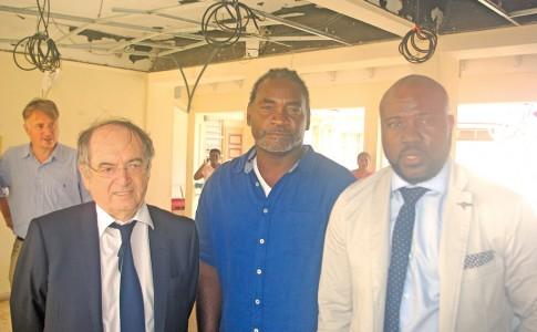 23-10-17-De-gauche-à-droite,-le-président-de-la-FFF,-Noël-Le-Graët,-Jean-Raymond-Benjamin,-élu-en-charge-des-Sports-et-Fabrice-Baly,-président-de-la-Ligue-de-Saint-Martin