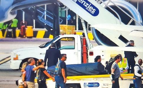 11-12-17-La-dépouille-de-Johnny-Hallyday-est-arrivéé,-hier,-en-début-d'après-midi,-à-l'aéroport-de-Juliana,-à-bord-du-Boeing-757-affrêté--par-la-famille.