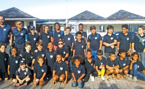09-02-18-Les-jeunes-footballeurs-d'United-Stars-au-grand-complet-avant-le-départ-pour-Saint-Barth-!