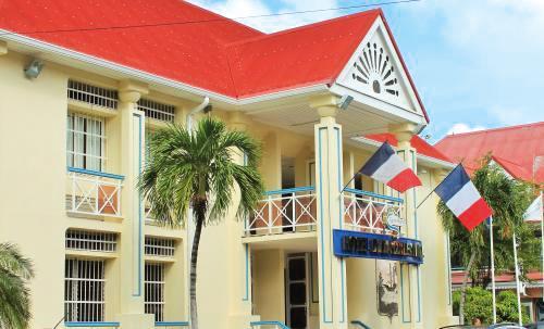 12-04-18-hotel_de_la_com_01_2_3